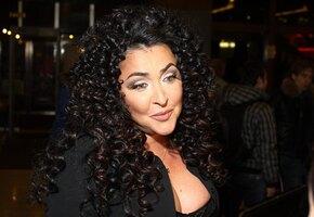 «Стильно и молодо выглядите»: 56-летняя Лолита сделала стрижку каре (видео)