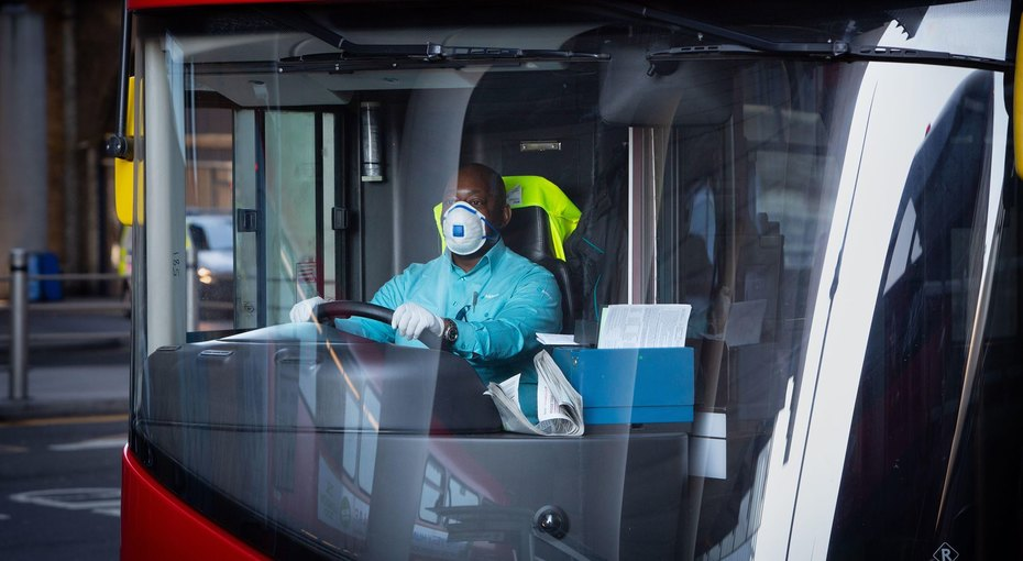 63-летняя водительница лондонского автобуса обвинила начальство втом, что прибыль длянего важнее жизней сотрудников