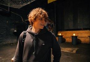 Смеяться разрешается: 5 лучших сериалов про стендап-комиков