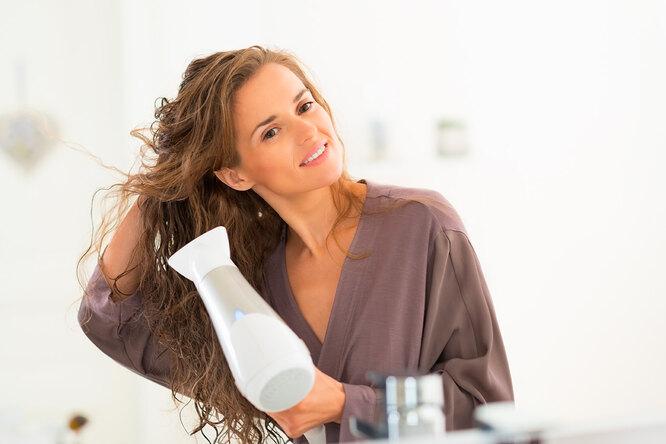 Деньги оставьте себе: как сушить волосы феном дома нехуже, чем всалоне