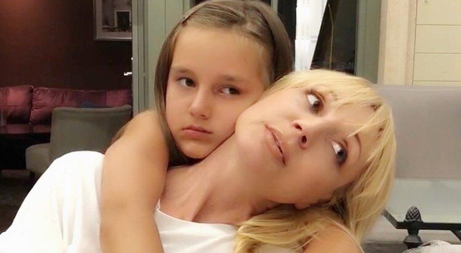 Представители Кристины Орбакайте опровергли слухи опереезде певицы иее дочери вНью-Йорк