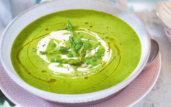Суп с горошком, мятой и цукини