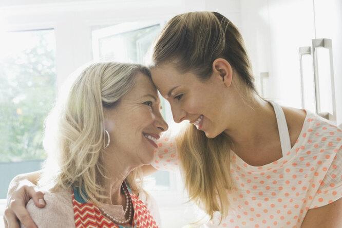 «Увидеть её пустую комнату». Как родителям пережить разлуку со взрослыми детьми?