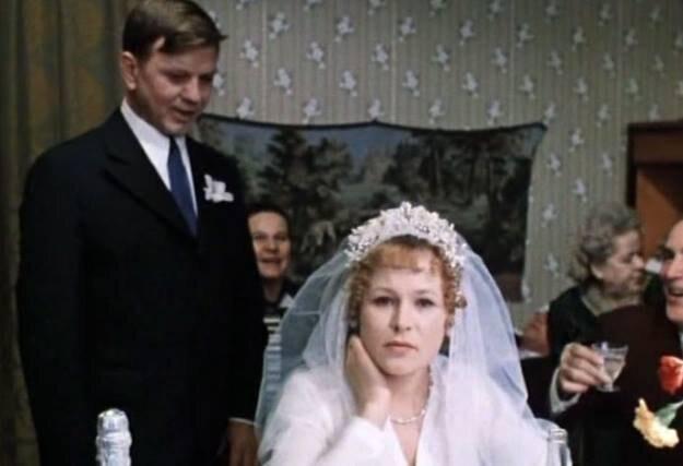 """кадр из фильма """"Москва слезам не верит"""", 1980 г."""