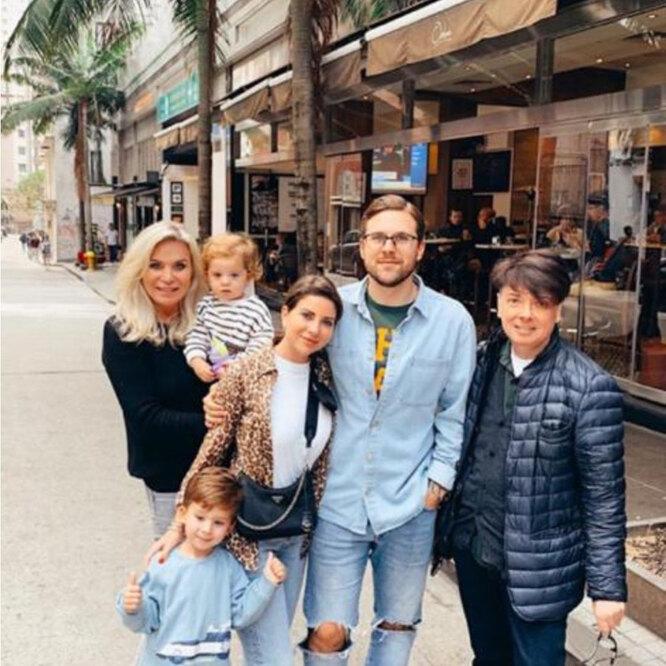 Валентин Юдашкин с семьей