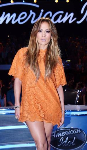 Дженнифер Лопес в коротком кружевном платье