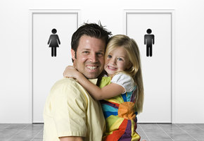«М» или «Ж»? Куда отцу вести дочку, если она хочет в туалет