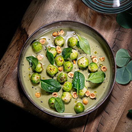Рецепт брюссельской капусты с фундуком в соусе из печеных баклажанов
