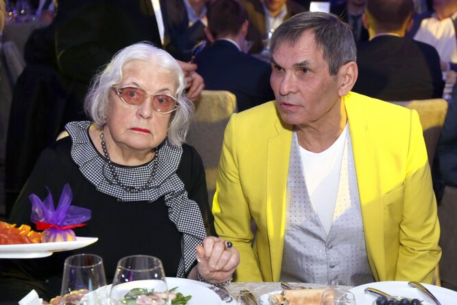 «Завидовать надо молча»: Садальский показал страстный поцелуй Алибасова иФедосеевой-Шукшиной