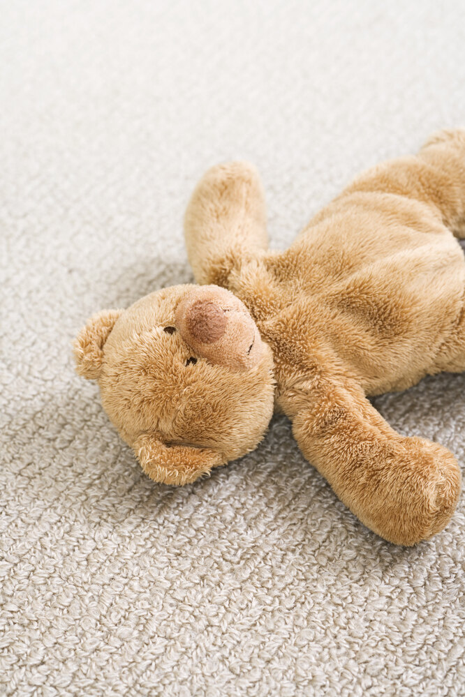Медвежонок на полу