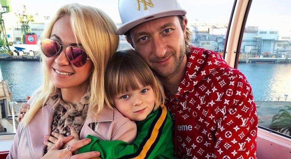 Девять чемоданов подарков: сын Плющенко вернулся изЯпонии