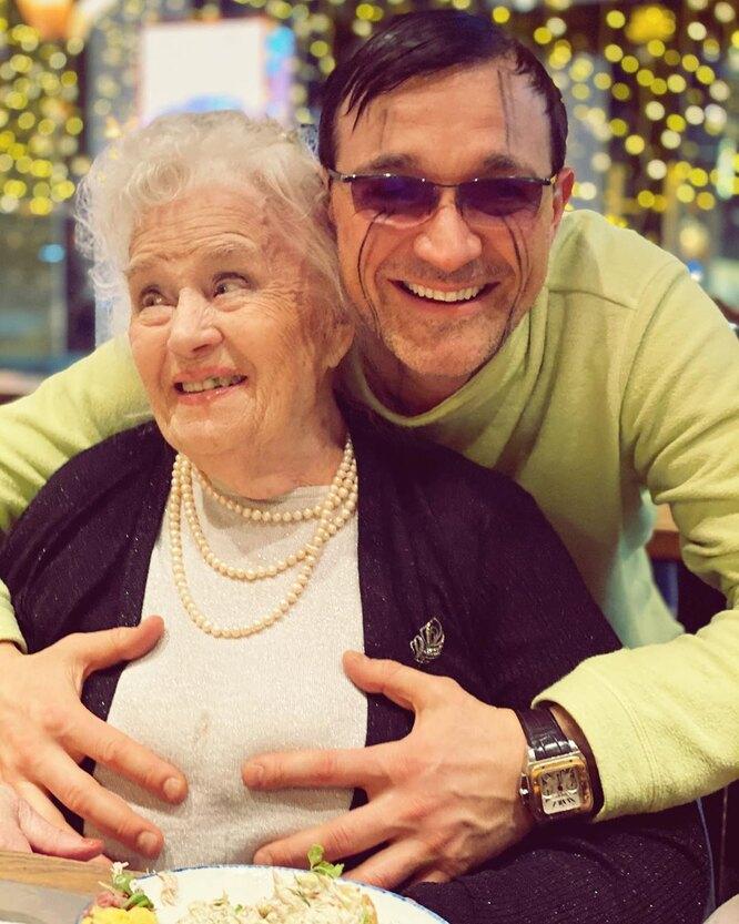 Егор Бероев с мамой Ирины Алферовой Алферовой фото