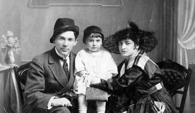 Леонид Утесов с дочерью Эдитой и женой