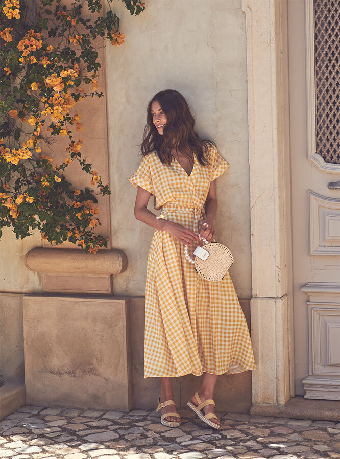 Платье, Iris & Ink; сумка и сандалии, Dune London