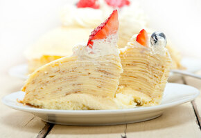 Три рецепта блинного торта со сметанным кремом