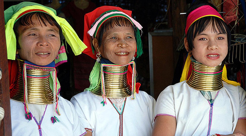Женщины народа падаунг