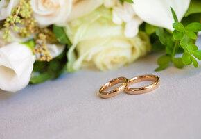 Блестящие отношения: 24 года супружества — «атласная свадьба», как отмечать