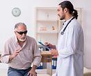 Врачи вернули зрение слепому 78-летнему мужчине