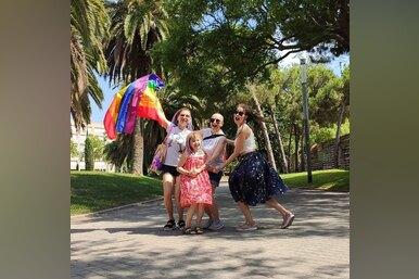Переезд заграницу ипоиск работы: жизнь ЛГБТ-семьи после скандала с«Вкусвилл»