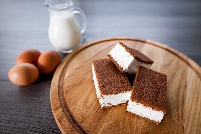 Рецепт молочного ломтика изготовых коржей: его ненадо выпекать!