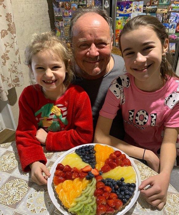 Алексей Маклаков сдочерьми Ириной иСофией