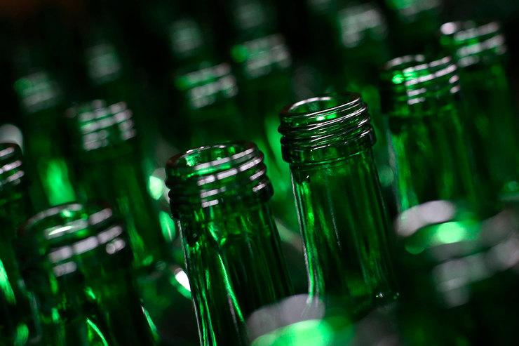 Пустые бутылки ибумага