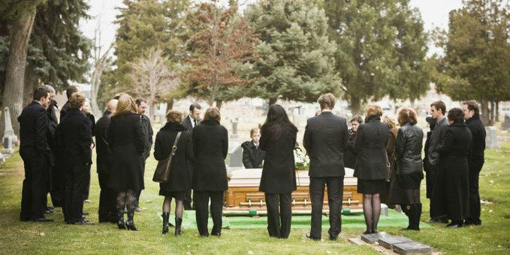 Что нельзя делать на похоронах?