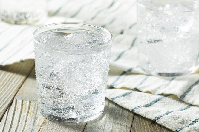 10 секретов быстрой уборки с газированной водой