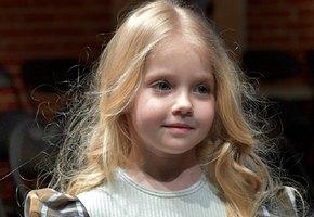 «Надо поймать свет!» Пятилетняя Лиза Галкина увлеклась йогой (видео)