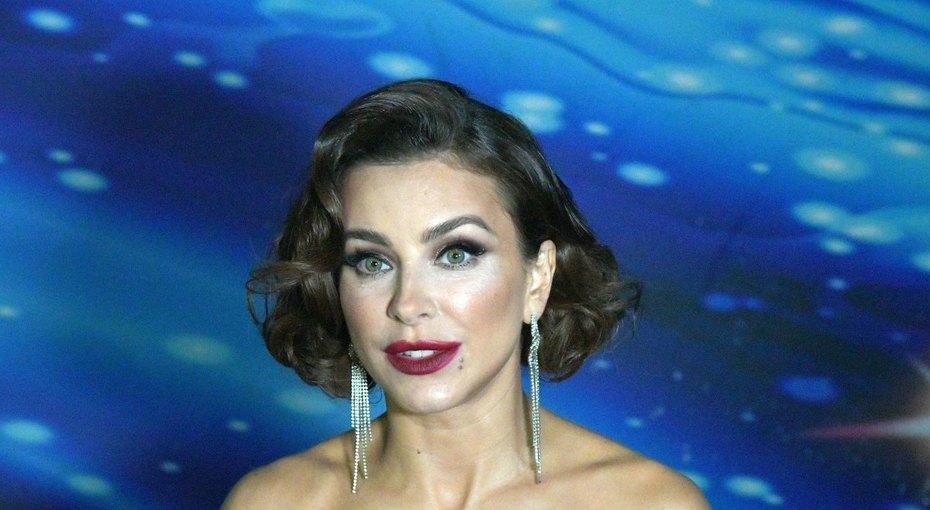 «Прическа добавила возраст»: подписчики обсуждают ретро-образ Ани Лорак