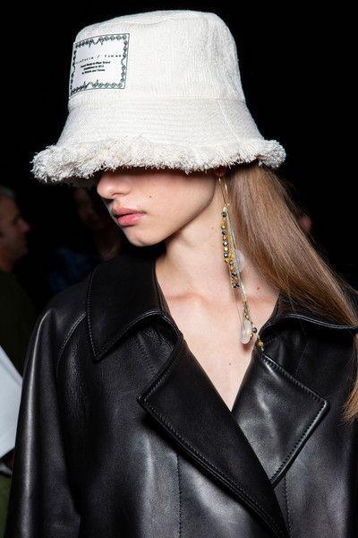 Модная шапка-панама для женщины