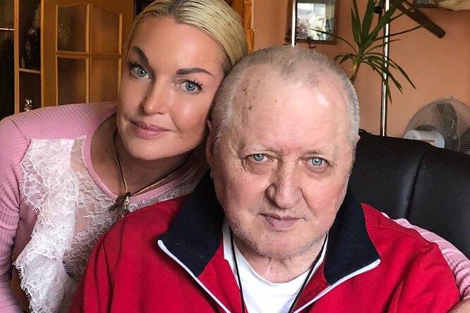 Анастасия Волочкова выгнала гражданскую жену своего отца исделала ему вквартире ремонт