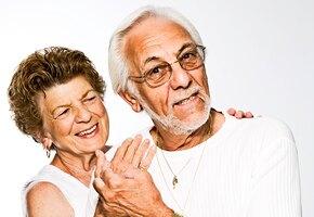 Трогательно до слез: коронавирус разлучил пару после 60 лет, но они снова вместе