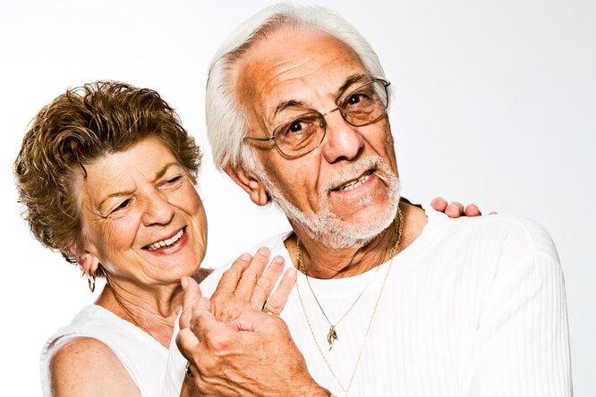 Трогательно дослез: коронавирус разлучил пару после 60 лет, но они снова вместе