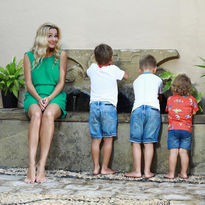 Мария с сыновьями фото