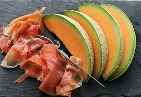 Дыня: польза и рецепты. Закуски, салаты, супы, мороженое и еще много вкусного