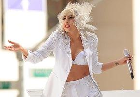Радио-Гага: как и зачем русские заполонили инстаграм Леди Гаги
