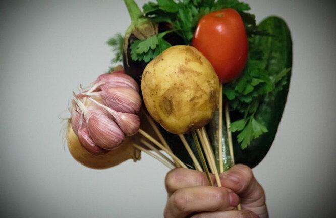 Овощной букет, процесс сборки: foodandmood.com.ua