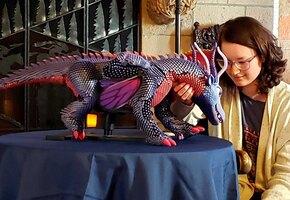 Это чудо: для пережившей рак девочки разработали ручного робота-дракона
