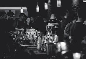 Алколобби: девушка поплатилась за то, что отказалась выпивать с коллегами