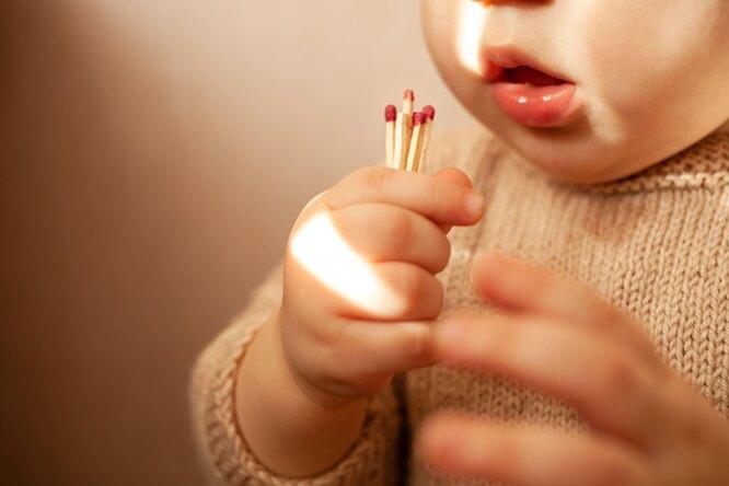 Дети могли погибнуть впожаре вКостроме. Если бы нетрое прохожих