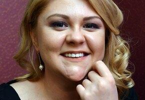 «Грация кошки»: Валентина Мазунина позирует в купальнике