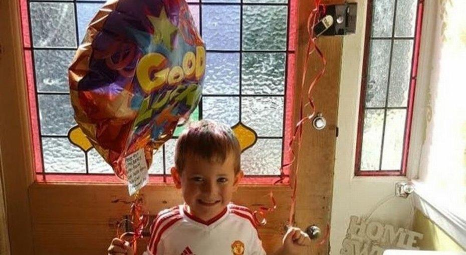 Воздушный шарик доставил послание отмаленького мальчика вдругую страну