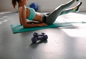 6 лучших упражнений, которые помогают облегчить боль при месячных