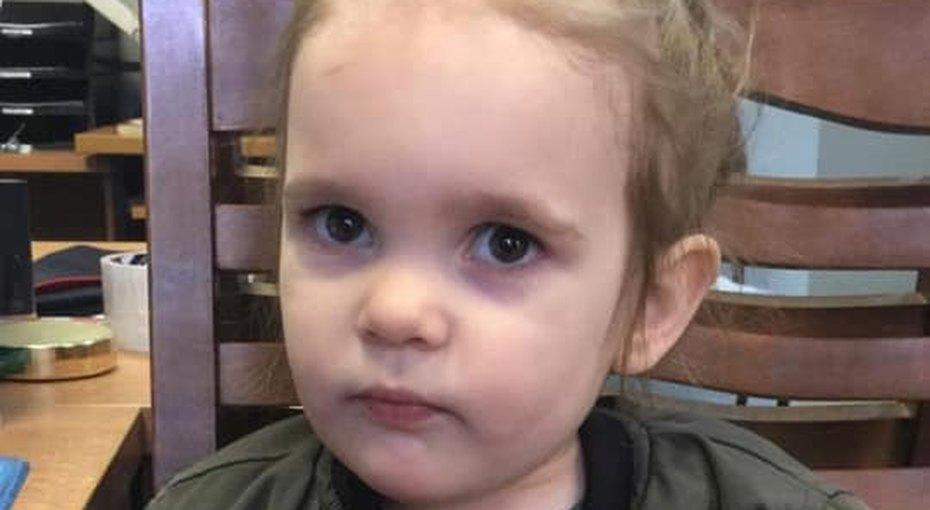 Женщина вмедицинской маске подбросила 3-летнюю девочку вбольницу