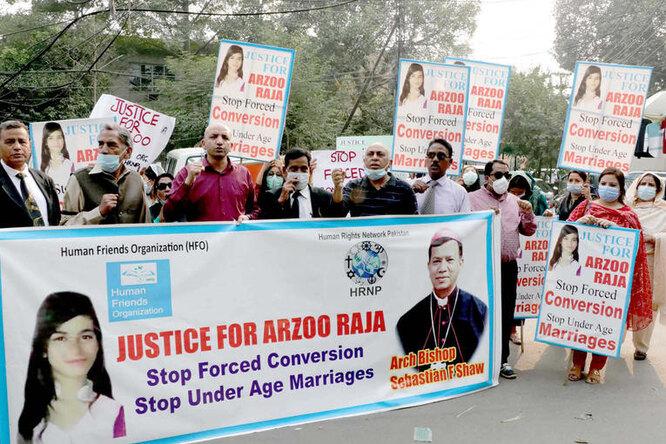 Суд признал законным брак 44-летнего мужчины ипохищенной им 13-летней девочки