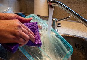 Как удалить запах с пищевого пластика: 10 средств, которые точно помогут
