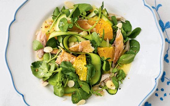 Салат из апельсинов и копченой скумбрии