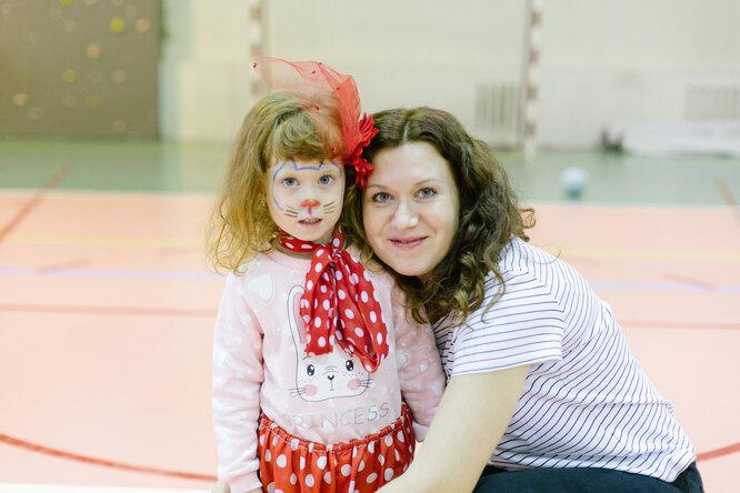 Валя Даниленко с младшей дочерью