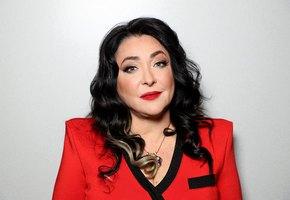 Лолита Милявская уволила костюмера и сама стирает своим музыкантам